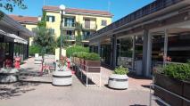 commerciale/industriale negozi in vendita Roma in via torcegno EUR